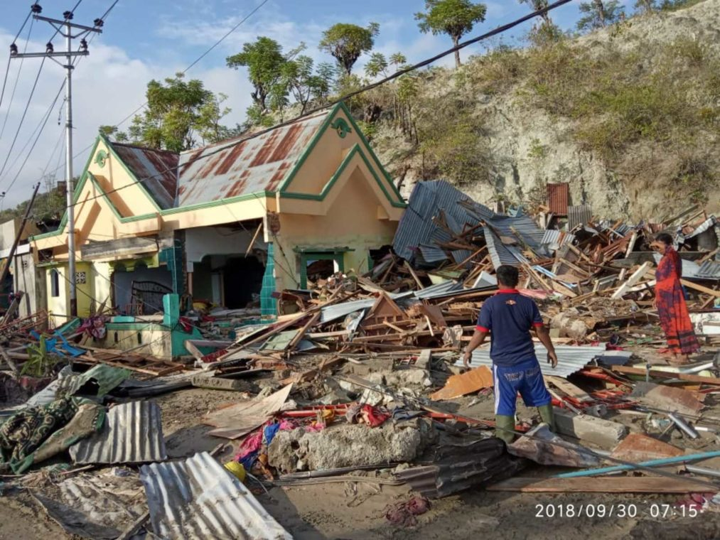 Scenes of devastation in Palu, Central Sulawesi, following the Sept. 28 earthquake and tsunami. (Photo: Radika Pinto/World Vision)