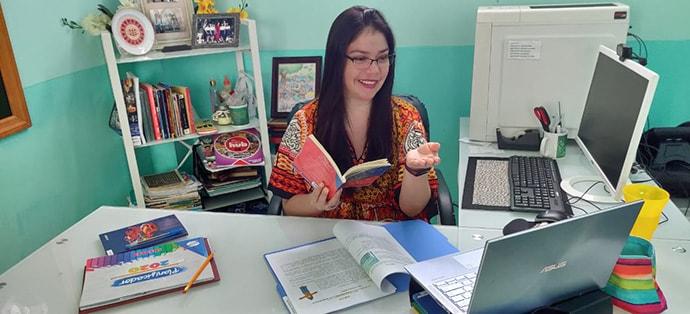Mavis Reyes teaching a Virtues class online