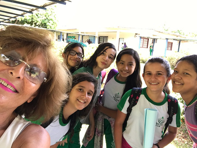 Mahnaz with students at the Association for Cohesive Development of the Amazon (ADCAM).